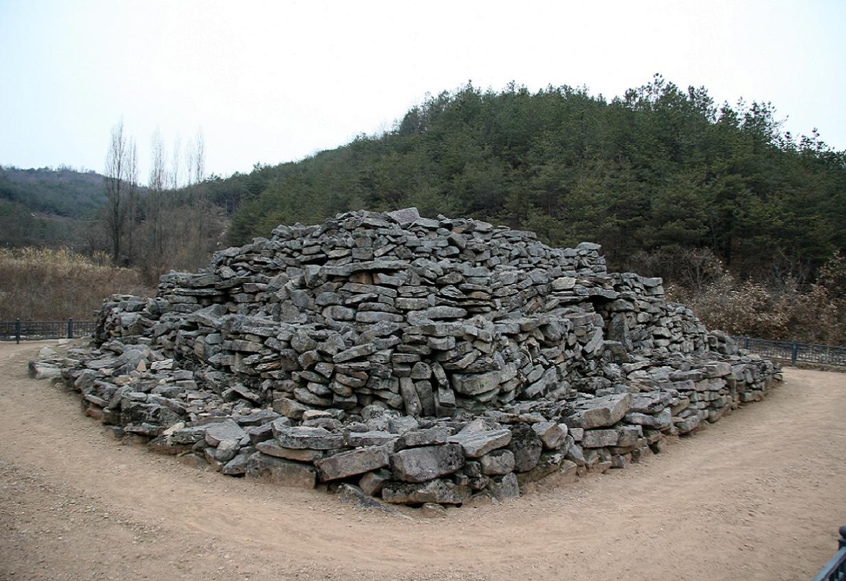석탑리방단형적석탑