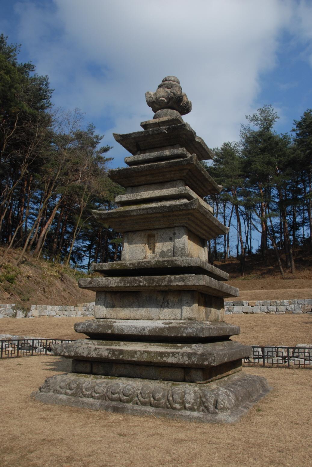 강릉 신복사지 삼층석탑