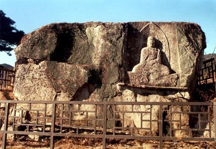 신무동마애불좌상 (新武洞磨崖佛坐像)