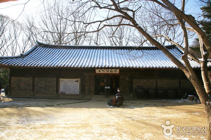 한국민속촌 옹기전시관